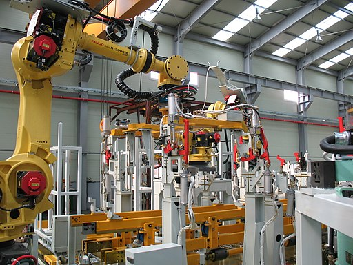 Manufacturing_equipment_107By_Mixabest_(Own_work)_[CC_BY-SA_3.0_(httpscreativecommons.orglicensesby-sa3.0)]_via_Wikimedia